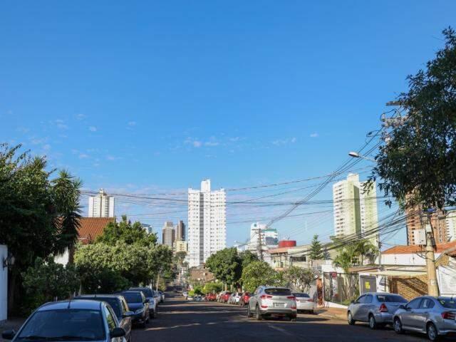 Sol será de poucas nuvens em Campo Grande nos próximos dias (Foto: Paulo Francis)