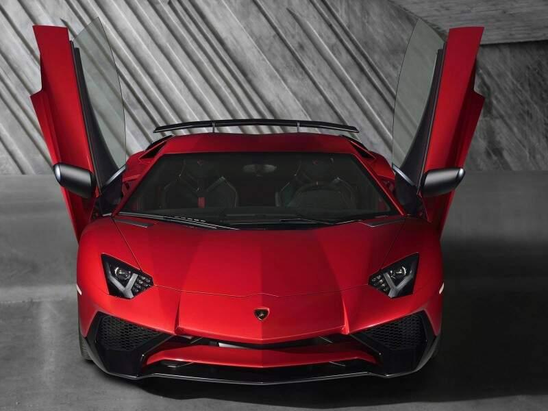 Lamborghini lança Aventador SuperVeloce