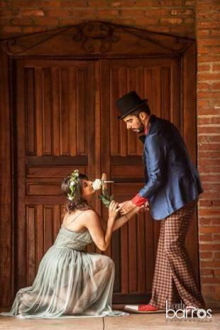 A rosa que ele deu à ela tinha o mesmo perfume que seus cabelos. (Foto: Vicente Barros)