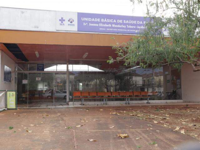 UBSF Botafogo foi fechada após a chuva de cerca de 1h30 (Foto: Kisie Ainoã)