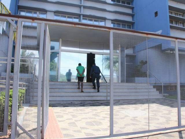 Eleitor detido em Campo Grande; Estado registrou 11 ocorrências até 16h30. (Foto: Kísie Ainoã)