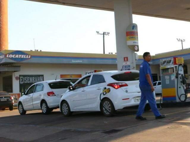 Litro do combustível apresentou leve alta na Capital (Foto: Foto: Henrique Kawaminami/Arquivo)