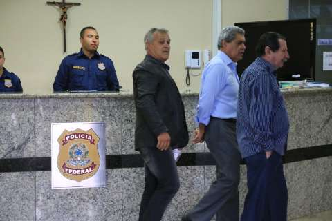 Após receber policiais em 'trajes íntimos', Puccinelli vai à Polícia Federal