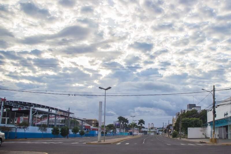 Manhã será de temperatura alta, mas pode chover à tarde e à noite. (Foto: Fernando Antunes)
