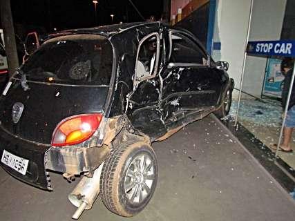 Colisão entre dois veículos deixa três pessoas feridas na BR-262
