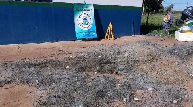 Foram apreendidos também 1.500 metros de redes de pesca armadas no lado da usina.(Foto: Divulgação PMA)