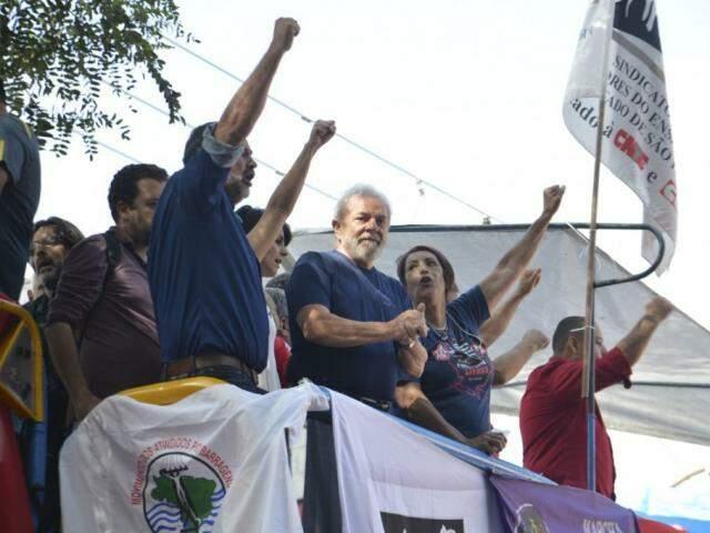 Ex-presidente Luiz Inácio Lula da Silva aparece na liderança na primeira pesquisa Ibope (Foto: Rovena Rosa/Agência Brasil)