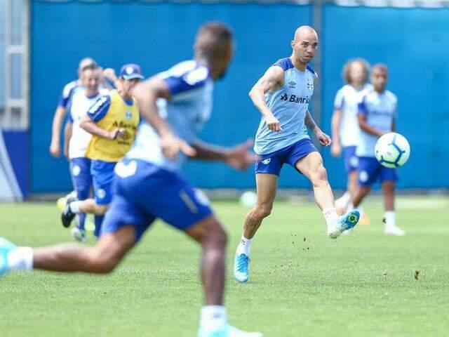 Atacante Diego Tardelli deve ser titular no confronto com o Flamengo (Foto: Lucas Uebel/Grêmio)