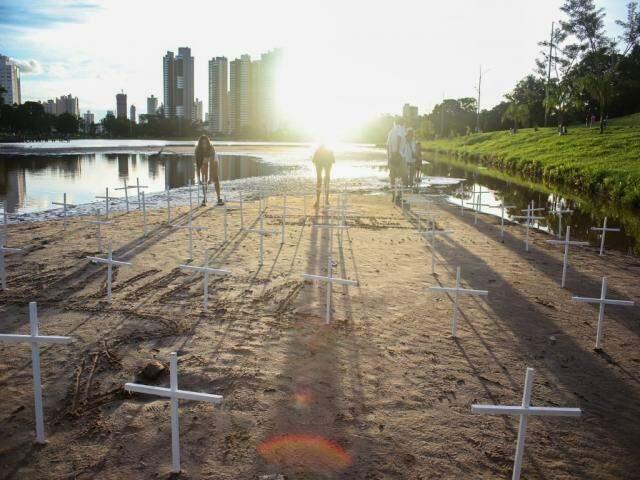 Segundo cemitério quer mostrar que o problema está aumentando (Foto: Paulo Francis )