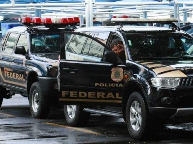 Policiais federais durante operação deflagrada nesta quinta-feira (Foto: Estadão)