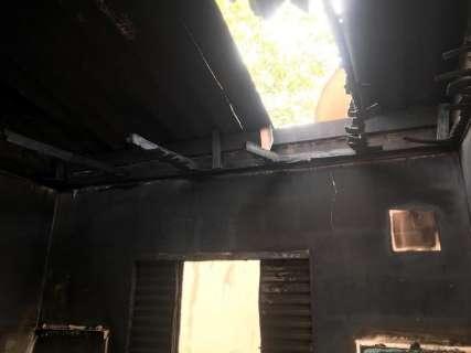Sem delegacia responsável, família investiga sozinha incêndio criminoso