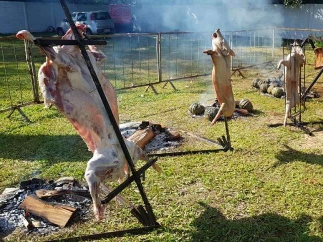 Festival de churrasco na parrilla e fogo de chão movimenta cidade de MS