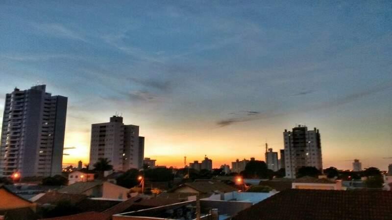 Manhã parcialmente nublada em Campo Grande. (Foto: André Bittar)