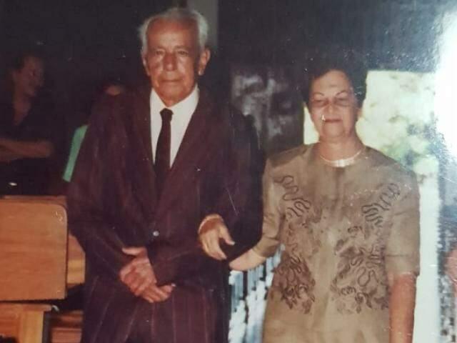 Onesimo Gomes de Mello , conhecido como Xote, ao lado de dona Charlot Saab Mello, o grande amor durante 50 anos. (Foto: Kísie Ainoã).