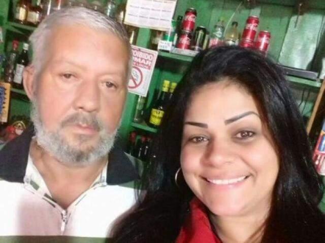 Lula e uma de suas filhas em bar que hoje é tocado pela família (Foto: Arquivo Pessoal)