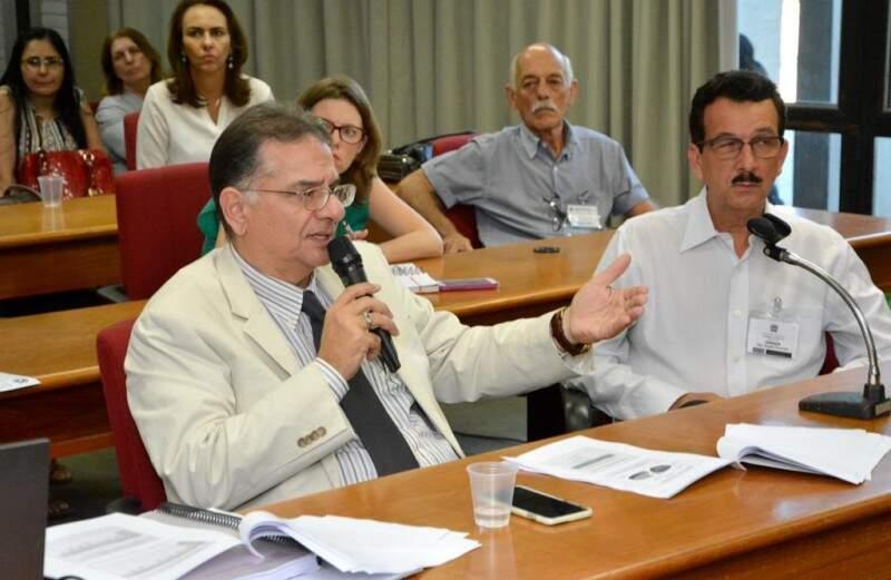 Secretário da Saúde foi à Assembleia prestar contar (Foto: Divulgação/ALMS/Roberto Higa)