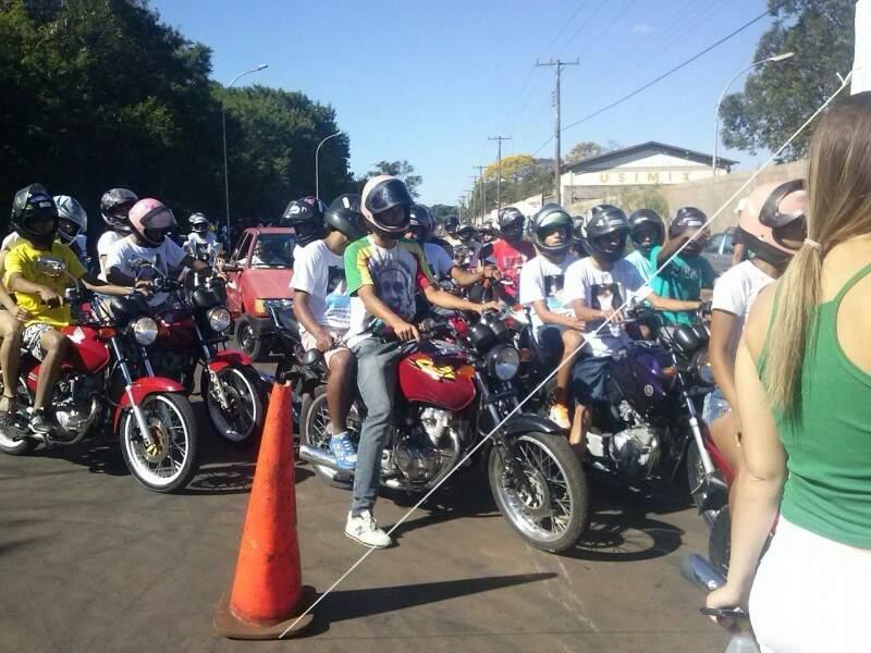 1º Wheeling Fest Beneficente reuniu vários motociclistas, inclusive famílias. (Foto: Divulgação)