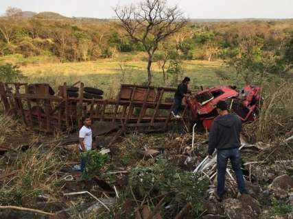 Falha mecânica teria causado acidente com caminhão na Serra de Maracaju