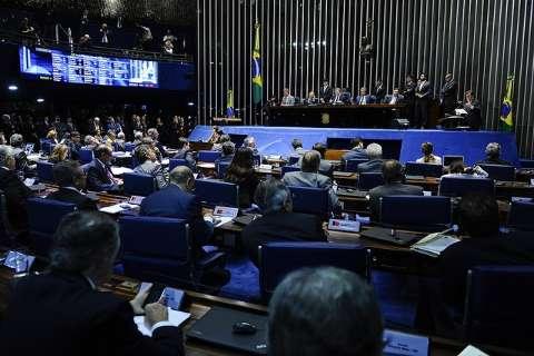 Por 59 votos a 13, Senado mantém prisão do senador Delcidio do Amaral