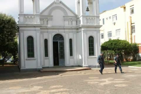 Em Três Lagoas, ladrões arrombam igreja histórica e furtam microfones