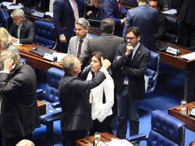 Simone Tebet e Renan Calheiros durante votação na tarde de hoje (Foto: Divulgação)