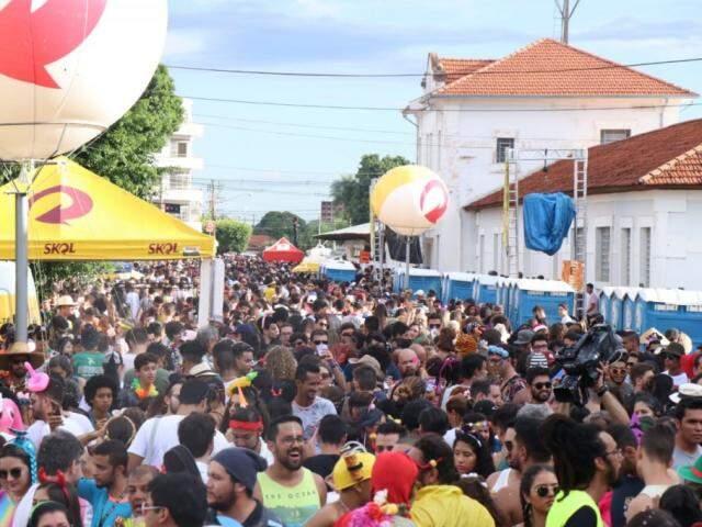 Multidão toma conta da Esplanada Ferroviária (Foto: Henrique Kawaminami)