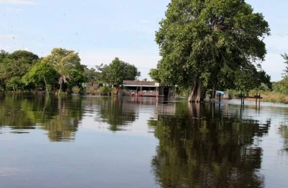Na região de Ladário, o rio Paraguai está com 5,09 metros de altura (Foto: Rodrigo Nascimento)
