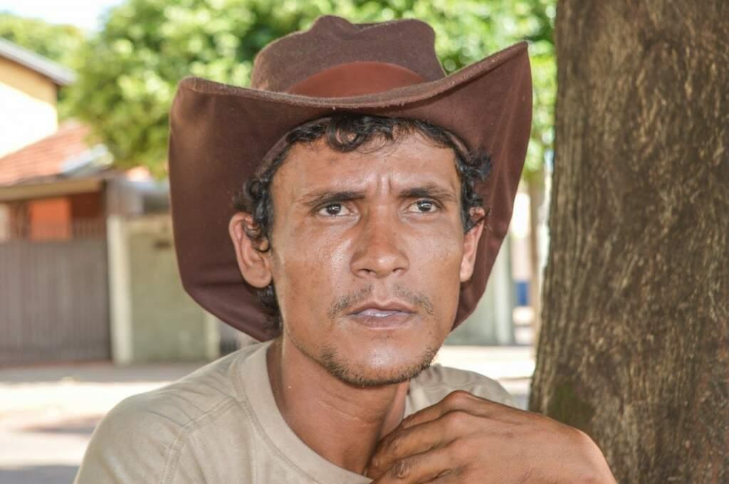 Edson lembra das reviravoltas que aconteceu em sua vida (Foto: Alana Portela)