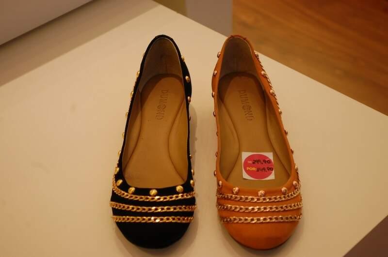 Sapatos de salto baixo na loja Dumond chegam a custar R$ 70 a menos.