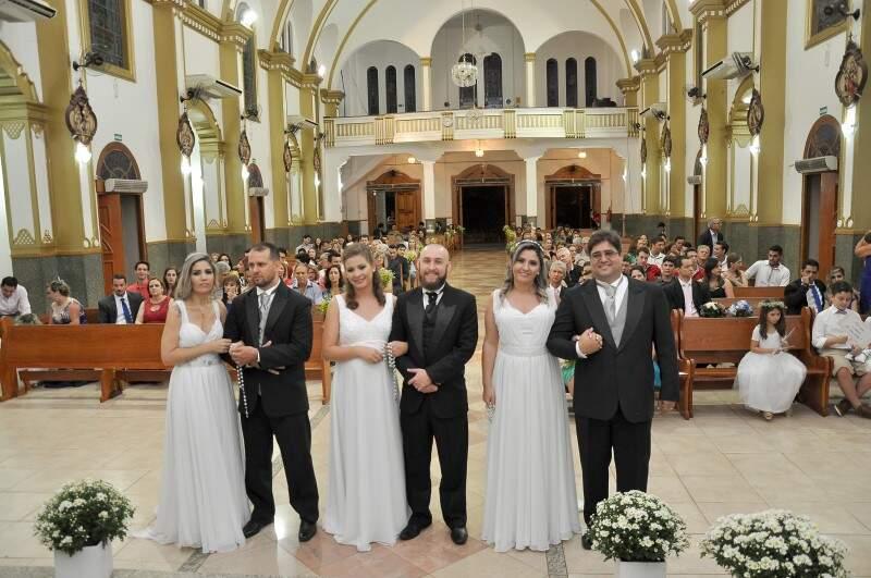 Da esquerda para a direita, Laura e Gustavo, Janaína e Henrique e Alessandra e Flávio. (Foto: Antonio Ferreira)