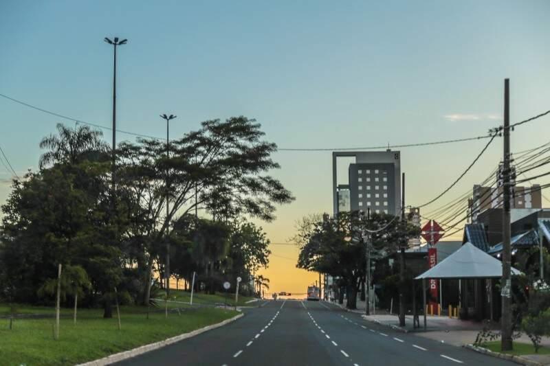 Segunda-feira (19) começa com céu claro em Campo Grande e mínima de 21ºC. (Foto: Fernando Antunes)