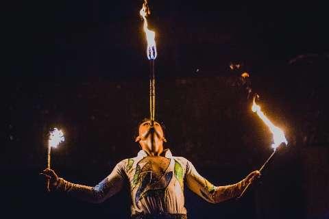 Circo é resistência e leva diversão à periferia de graça, mesmo após incêndio