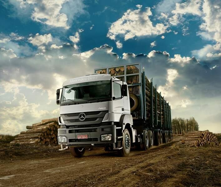 Mercedes-Benz Axor 3344 é o caminhão extrapesado  mais vendido em março