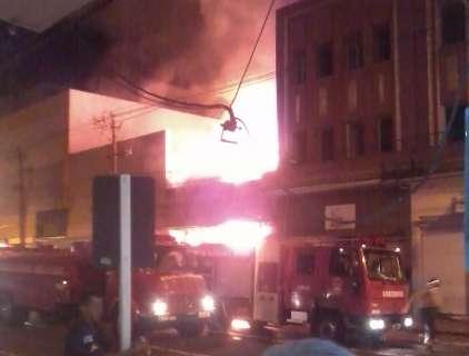 Leitor filma incêndio de loja no Centro da Capital