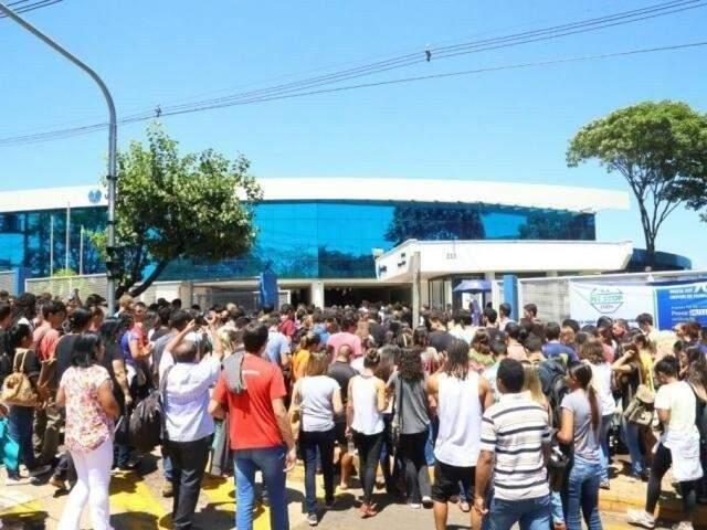 Candidatos em um dos locais de provas em Campo Grande (Foto: Marcos Ermínio/Arquivo)