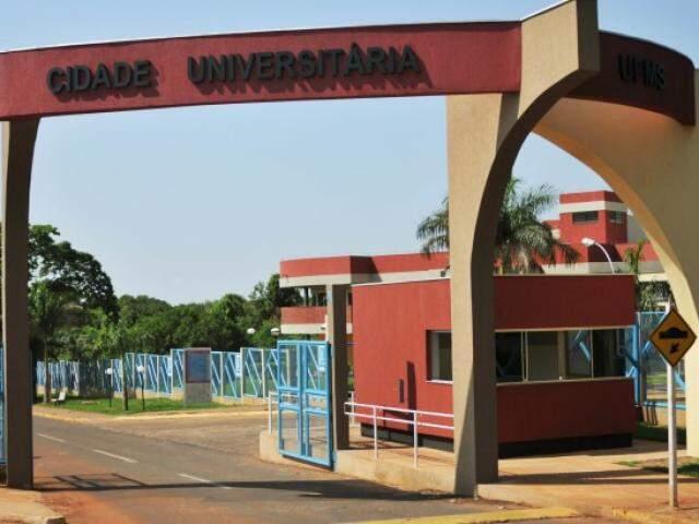 Entrada do campus da UFMS em Campo Grande (Foto: Divulgação/UFMS)