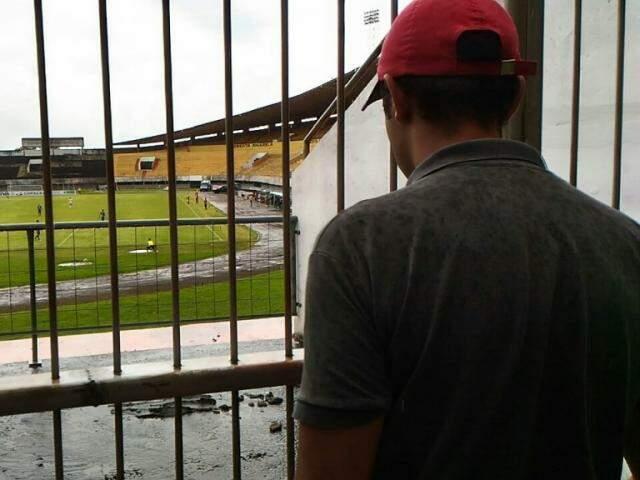 Portões do estádio Morenão serão fechados para o público no próximo domingo (Foto: Kleber Clajus/Arquivo)