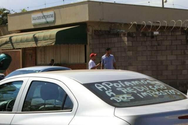Motoristas de aplicativos participaram de ato que fechou distribuidora da Petrobras na Capital. (Foto: Marina Pacheco)