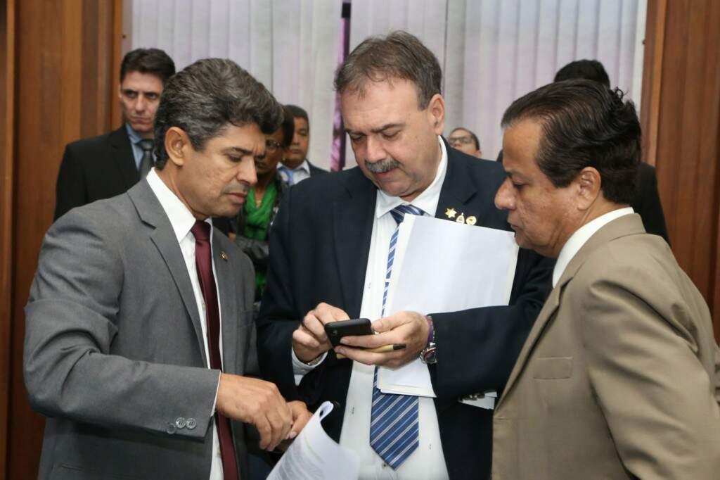 Deputados Rinaldo Modesto, Paulo Siufi e Amarildo Cruz (Foto: Assembleia/ALMS)