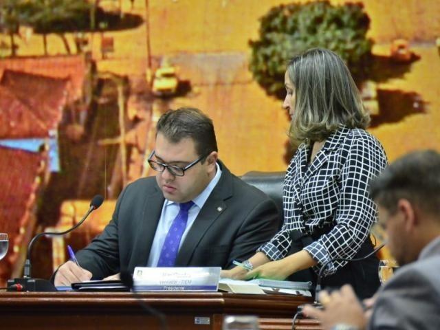 Presidente da Câmara Alan Guedes durante a sessão. (Foto: Eliel Oliveira)