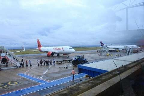 Aeroporto põe voos em dia, mas continua com operação prejudicada