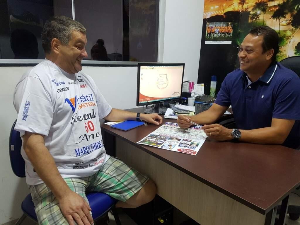 O promotor do evento, Fernando Rezende, e o empresário Nivaldo, do Amigos da Versátil (Foto: Divulgação)