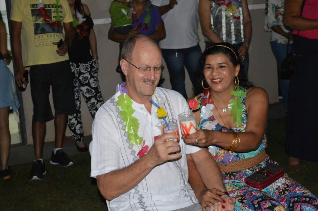 O brinde especial foi ao lado da esposa lembrando a festa onde se conheceram.