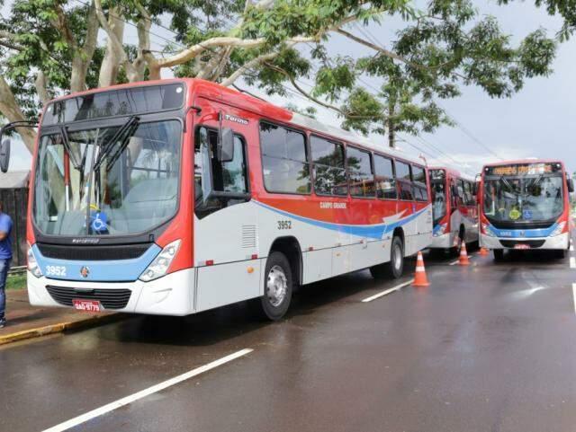 Construção de corredores são contrapartida de contrato com o Consórcio de Guaicurus que ontem entregou novos ônibus para substituir veículos com mais de dez anos de uso (Foto: Kisie Ainoã)