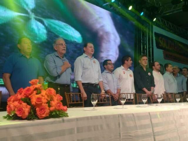 Claro, Ovando, Miglioli, Epaminondas, Herculano Borges, Lucas de Lima, o presidente municipal do PSDB, João César Mattogrosso e o vereador João Rocha, na convenção do Solidariedade. (Foto: Tainá Jara)