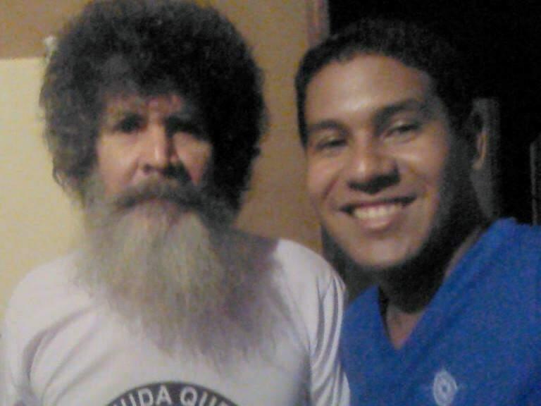 Pai e filhos, chamados Ademir, são fãs de Raul. (Foto: Arquivo Pessoal)