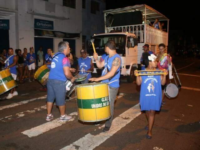 Blocos de embalo levam a bateria para a avenida (Foto: Paulo Francis)