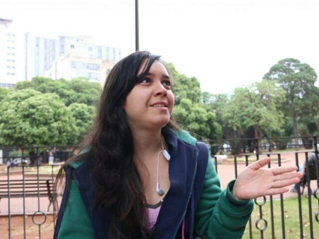 Estudante de Pedagogia, Mirian diz que não está ligada na política. (Foto: Henrique Kawaminami).