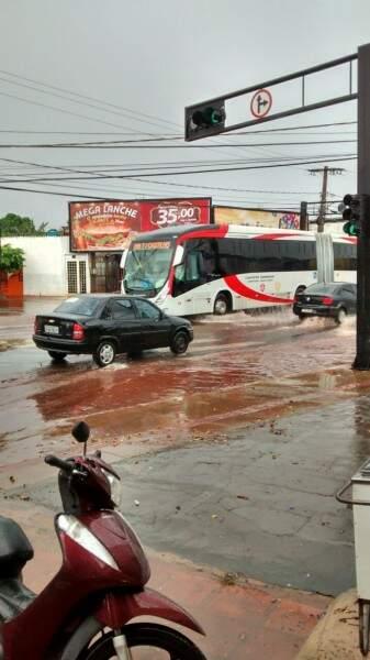 A Avenida Julio de Castilho também foi uma das vias com ocorrência de alagamentos.(Foto:Repórter News)