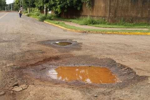 Buraco provoca morte de motociclista e moradores temem novos acidentes
